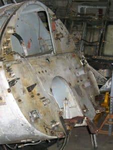 restauration avion de collection decapage du cockpit et de la carlingue