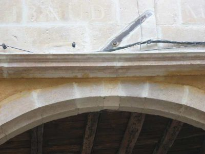 hydrogommage d'une facade en centre ville de poitiers