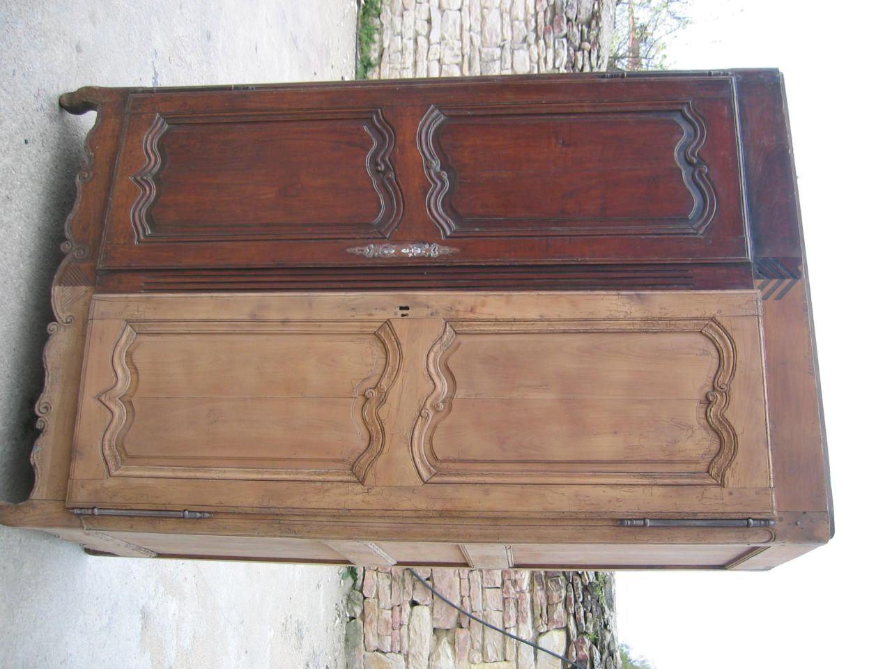 D capage meuble et sablage radiateur - Decaper un meuble en chene vernis ...
