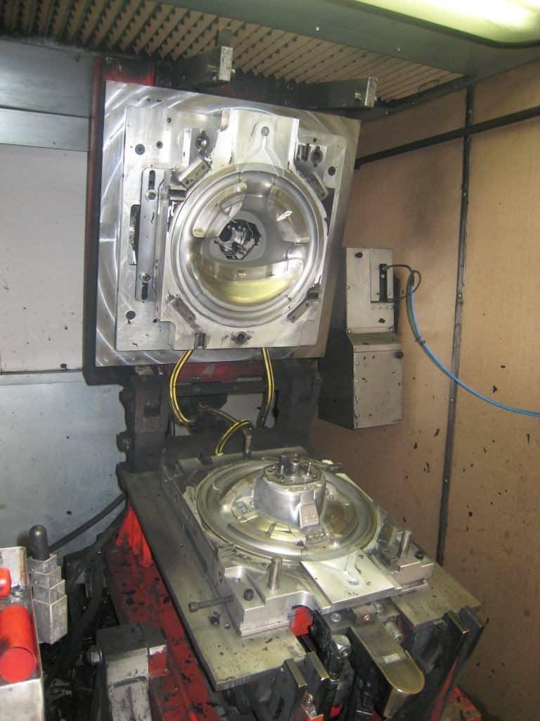 nettoyage cryogénique sur moule de formage de l'industrie automobile