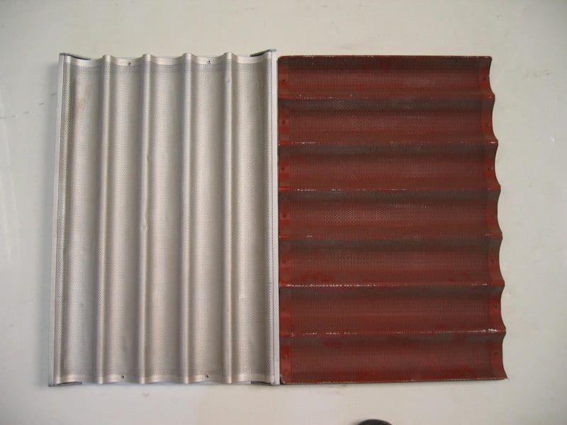 decapage du revetement teflon sur plaque de cuisson aluminium boulangerie industriel