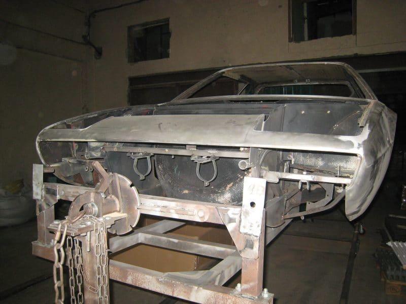 Aérogommage de la calandre Ferrari 308 gt4 de 1979