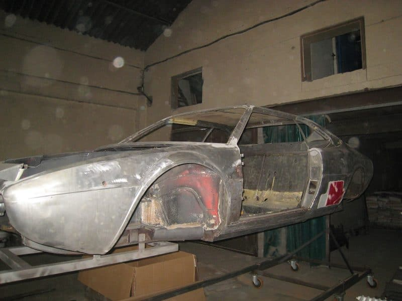 ferrari 308 gt4 1979 sablage carrosserie en cours