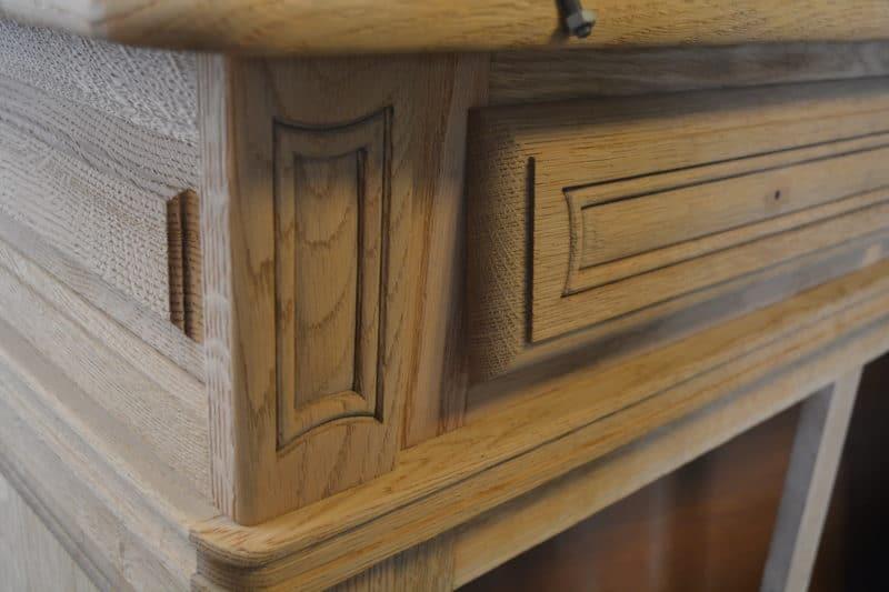 decaper poncer les moulures meuble en bois