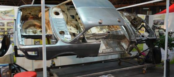 BMW en cours de décapage et présentée sur le salon auto de poitiers