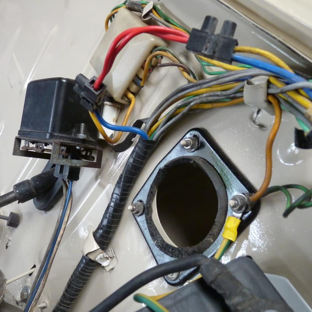 remontage du faisceau électrique et des élément du compartiment moteur